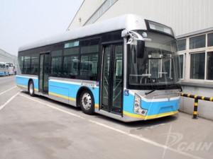 北京市に実際に投入されているEVバス。ここ最近よくみるようになってきている(出典:中国汽車工業信息網)